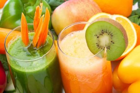 Smoothie mit Obst und Gemüse